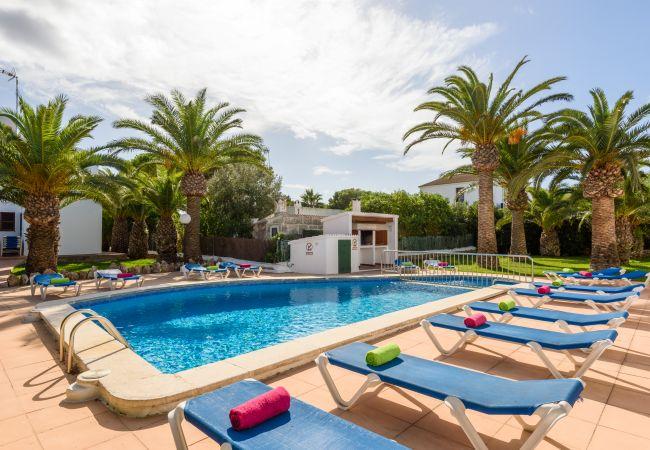 Apartamento en Cala Blanca - Apartamento con piscina y barbacoa comunitaria, a 5 minutos de la Cala Santandria