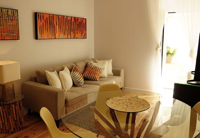 Apartamento en Setúbal - Piso reformado con exterior privado en el centro de Setúbal