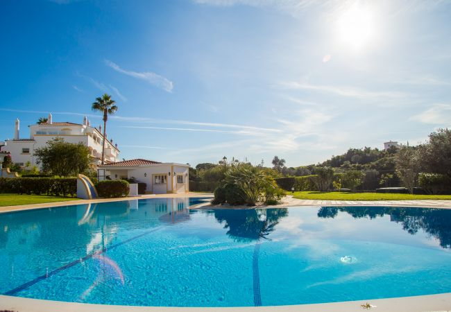 Apartamento en Carvoeiro - Vila Golfemar | professionally cleaned | 1-bedroom apartment | beautiful views | communal pool