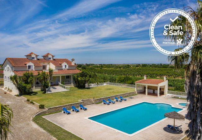 Villa en Palmela - Gran villa en una zona rural de Palmela con piscina, aire acondicionado y wifi gratuito