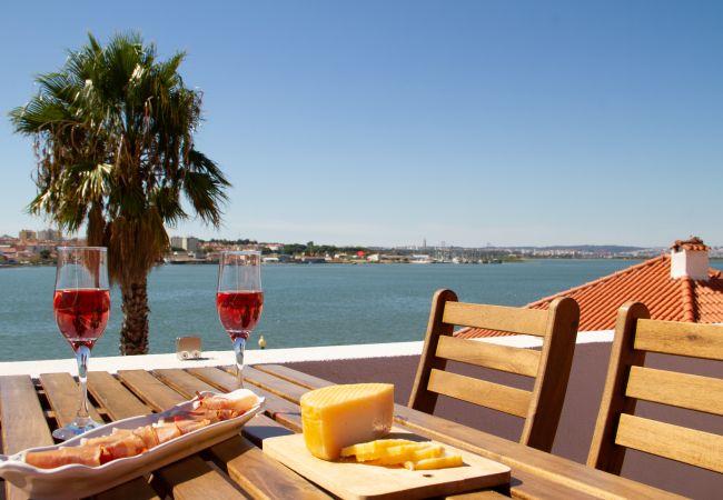 Apartamento en Seixal - Loft con terraza y vista al río en Seixal. Aire condicionado. Ideal para 2pax.