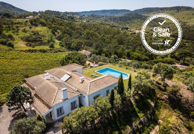 Villa em Palmela - Villa charmosa em Palmela, com piscina e vista de montanha, fácil acesso às praias e wifi gratuito