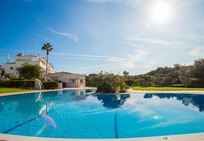 Apartamento em Carvoeiro - Vila Golfemar | limpeza profissional | apartamento com 1 quarto | belas vistas | piscina comunitária