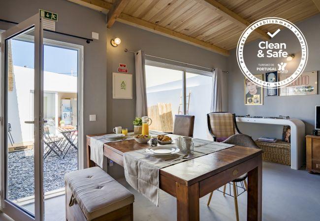 Estúdio em Cascais - Apartamento confortável, em Cascais, conceito de open-space com uma decoração personalizada.