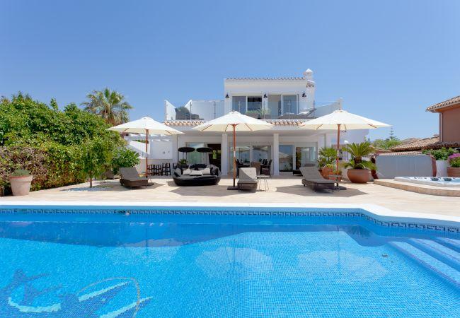 Вилла на Marbella - El Rosario Marbella - Luxury 6 bed/bath villa, private pool, jacuzzi