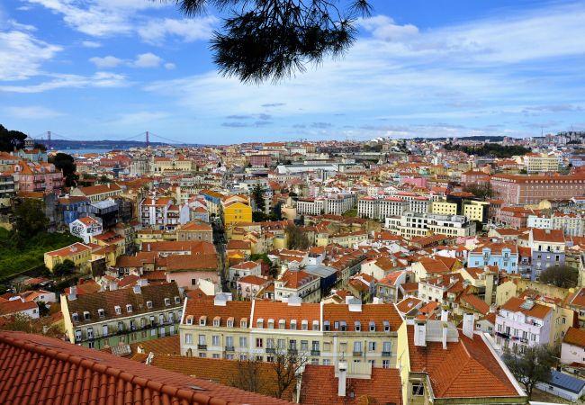 Апартаменты на Lisboa - Apartamento confortável com vista rio, totalmente equipado, muito perto do centro de Lisboa no tradicional bairro de Alfama.