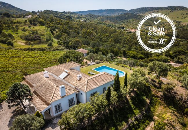 Villa à Palmela - Charmante villa Palmela avec piscine et vue sur la montagne, accès facile à la plage et wifi gratuit