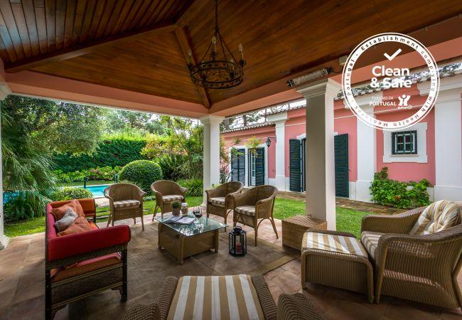 Villa à Sesimbra - Villa privée dans le Quinta do Peru Golf Condominium avec piscine et capacité pour 10pax