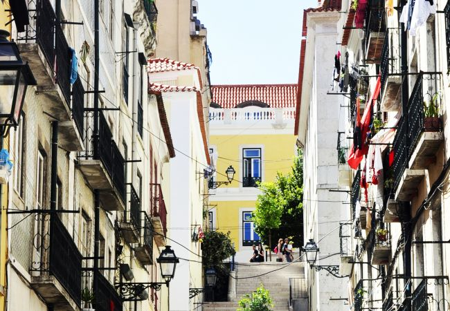 Apartment in Lisbon - Comfortable apartment, fully equipped, very close to the center of Lisbon in the traditional Alfama district.