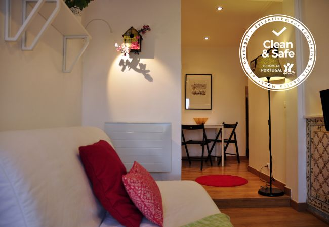 Apartment in Lisboa - Comfortable apartment with river view, fully equipped, very close to the center of Lisbon in the traditional Alfama district.