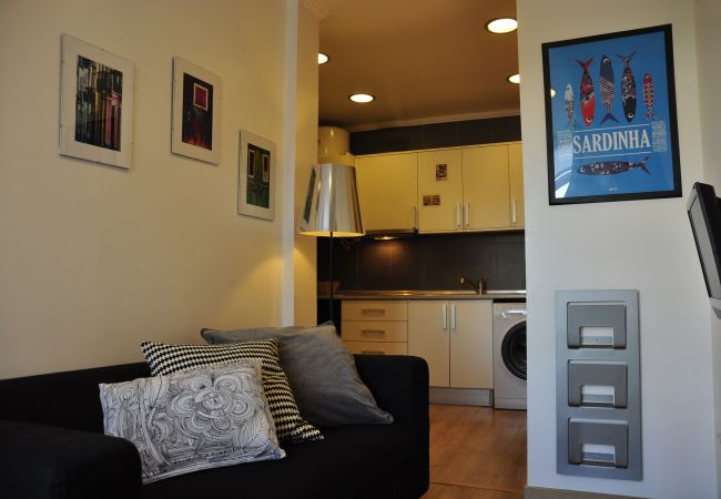 Apartment in Lisbon - Comfortable apartment with two bedrooms, fully equipped, very close to the center of Lisbon in the traditional Alfama district.