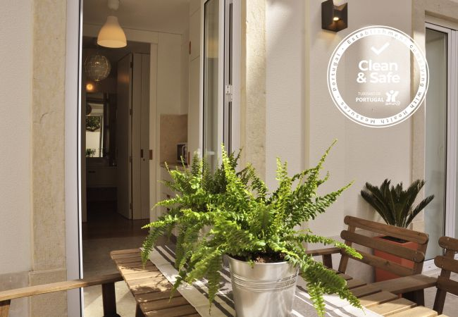 Apartment in Lisboa - Comfortable, fully air-conditioned apartment with outdoor patio. For 4 people.