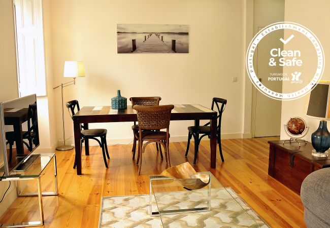 Apartment in Lisboa - Comfortable and stylish apartment, fully equipped, with three bedrooms, near the center of Lisbon.