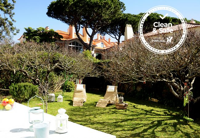 House in Cascais - Apartment in Cascais perfectly located, just 10 min. walking from the beach. Sunny and beautiful garden, ideal for relaxation and family fun. Sleeps 6.