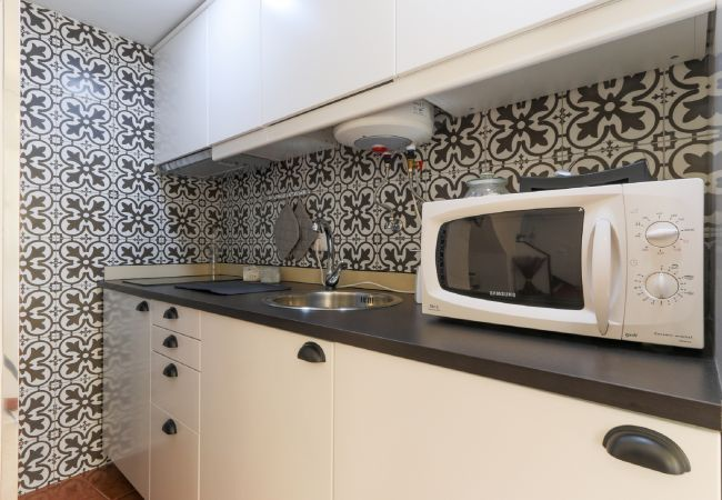 Full kitchenette to prepare meals without leaving