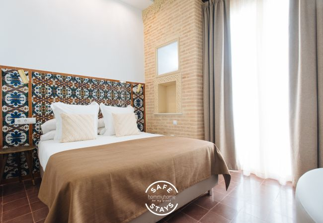 Rent by room in Sevilla - Casa Assle Suite Balconies 1