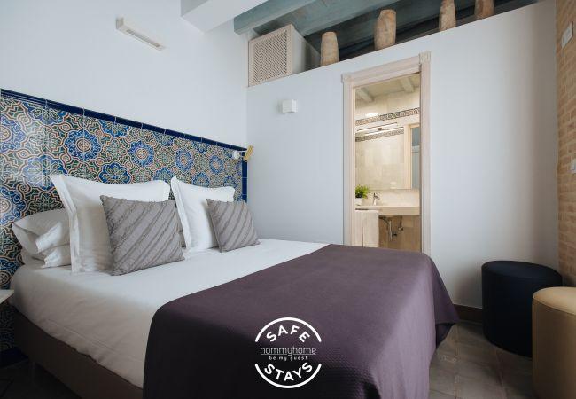 Rent by room in Sevilla - Casa Assle Suite balconies 2