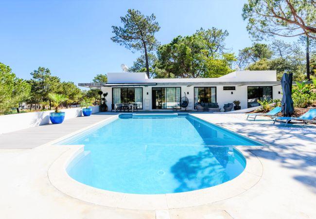 Villa in Vale de Lobo - Casa da Alegria