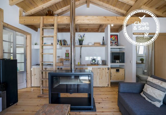 Chalet in Cascais - Comfortable, fully equipped one bedroom apartment with outdoor garden in Cascais.