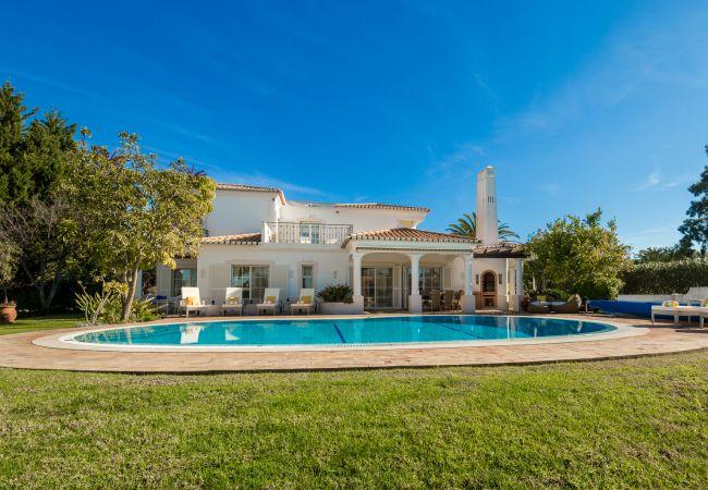 Villa in Estombar - Casa Feliz